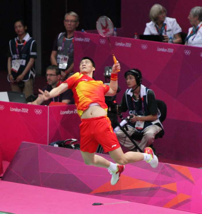 Fu Haifeng leaping to smash